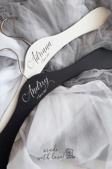 Drewniane wieszaki ślubne