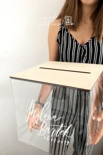 Przeźroczyste pudełko na koperty