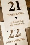 Drewniane kartki z kalendarza